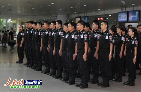 海口美兰机场安检员着新款制服亮相(组图)--海