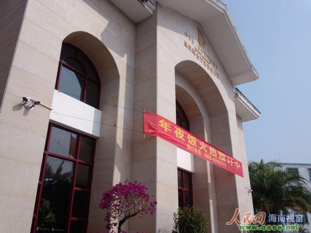 琼海 摩托车/皇家骑士酒店大门安装的监控设备可以监视小区大门