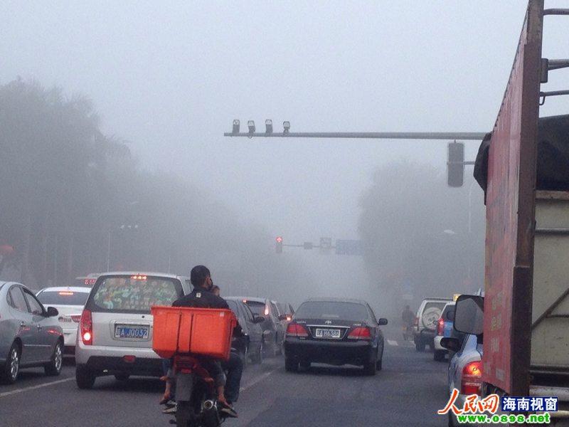海口市区大雾弥漫高清图片