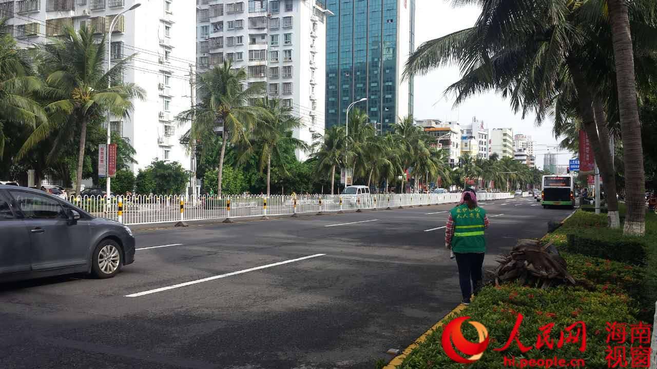 海口环卫万人抗击 电母 市民 街道好干净图片