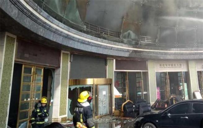 南昌酒店起火致2死14伤 不少市民惊慌跑出