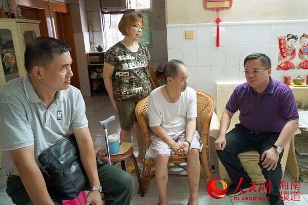 海口市委组织部、龙华区委组织部慰问党员干部