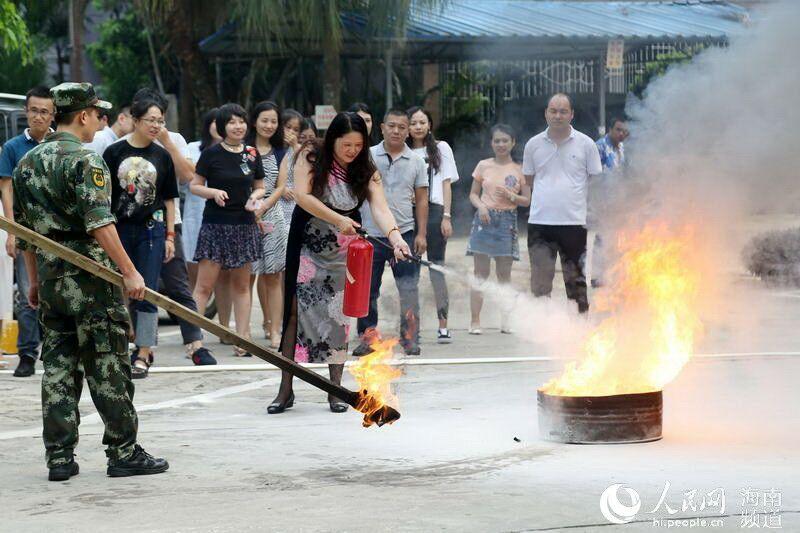 假牙:人民网海南高清联合消防开展防火培训--人视频频道搞笑图片