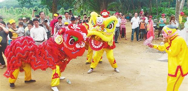 """吃公期感受海岛别样民俗什么是""""公期""""?说得简单一些,这是村子的生日,也有的地区把""""公期""""称为""""军坡"""",是海南人一项重要的民俗节庆活动。"""