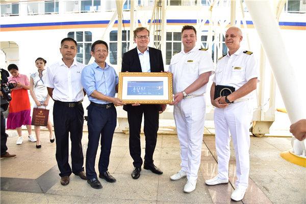 世界顶级邮轮再次抵达鹿城为三亚输送高端游客