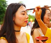 三亚南山景区民俗文化吸引游人