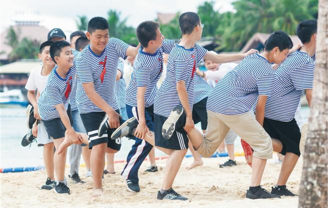 暑期游渐热 海南各景区出现旅游小高峰