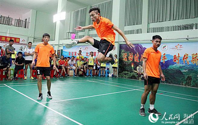 海南少数民族运动会赛场精彩纷呈