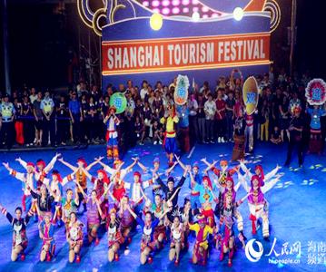 海南民族歌舞团亮相上海旅游节开幕大巡游