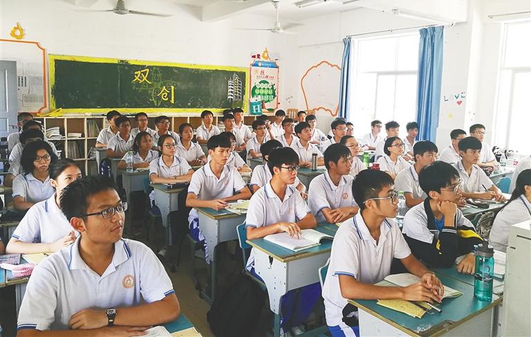 """备战""""新高考"""" 海南省开展选课走班一个多月"""