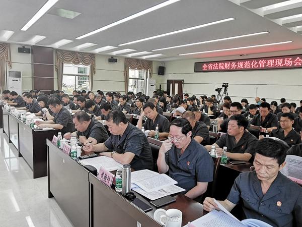 海南高院�e�k全省法院��找�范化
