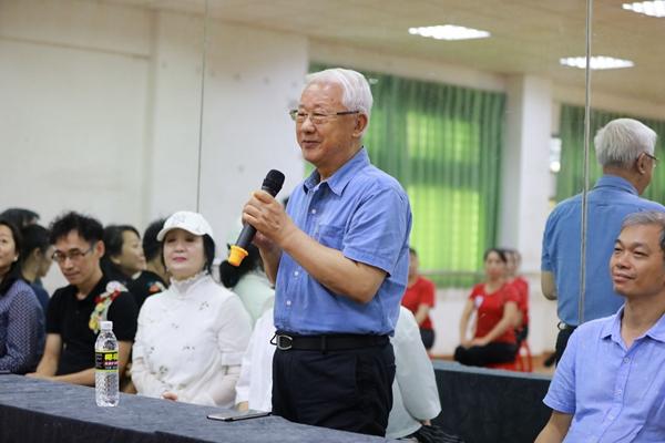 素质教育舞蹈创始人吕艺生教授为结业演出致辞