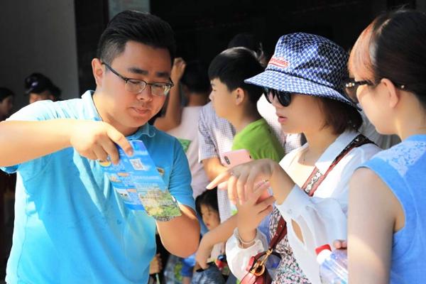 三亚天涯海角游览区倡导文明旅游一天捡拾烟头3.33万个