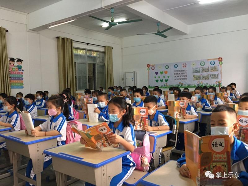 乐东开学第一天学子重新迈进久违的校园