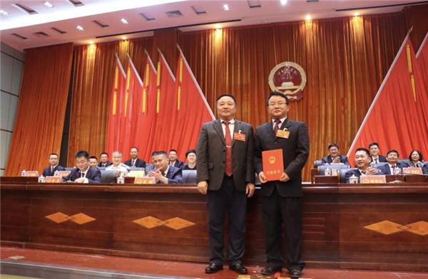 三亚市吉阳区召开二届人大第九次会议 顾浩当选区长