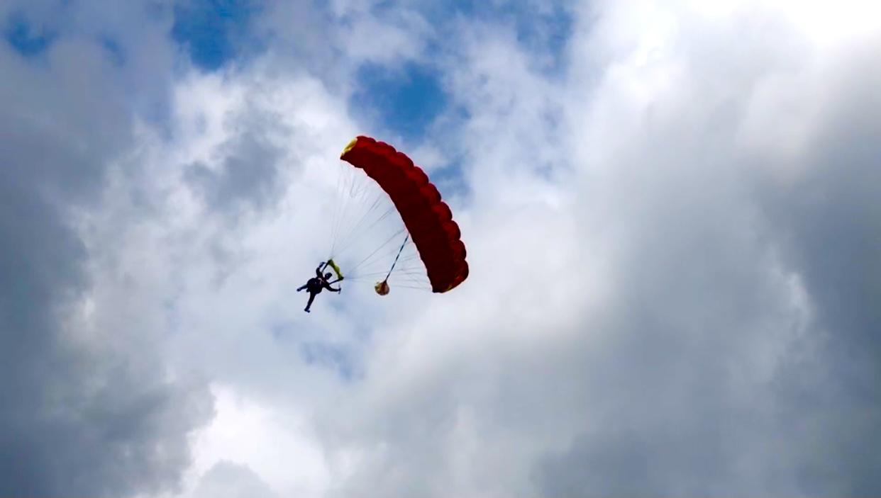 高空跳伞项目亮相万宁 俯冲大地高空尽览美景