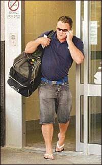 澳大利亚/据香港文汇报援引外电的报道,澳大利亚人康奈尔在泰国海啸灾难...