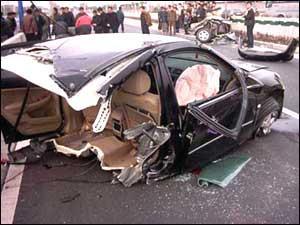 广州本田雅阁汽车-雅阁车撞成2截 与质量有关高清图片