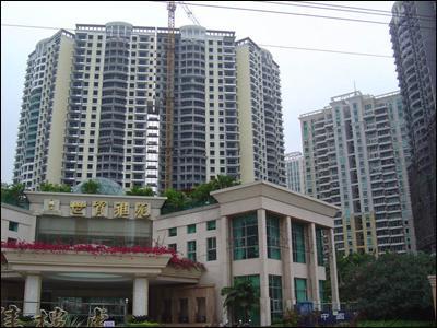 比如,海南房地产的市场在岛外,大量高耸的楼房占去了宝贵的空间资源
