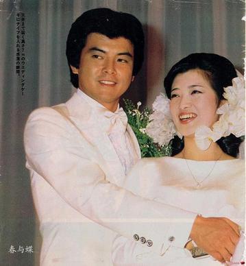 三浦友和、山口百惠-走进童话般的世界 明星夫妻婚纱照图片