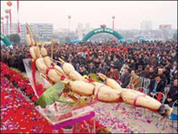 ...北莲藕王长1.64米重6公斤拍出6万元天价