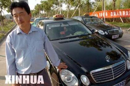杭州18位红旗的哥与公司起冲突,集体逃河南