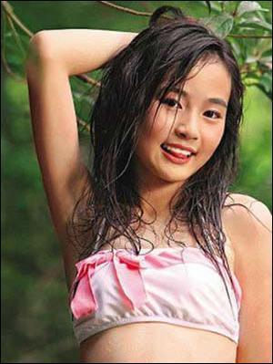 仅十四岁少女,穿一件半湿透的睡衣-14岁女童性感照 引发港媒体操守图片