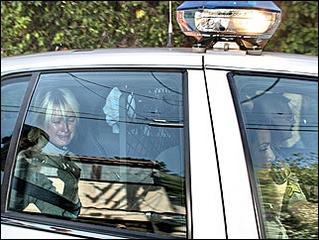 希尔顿狱中穿照片遭偷拍,英镑美女约堡南非欲卖50万内裤图片