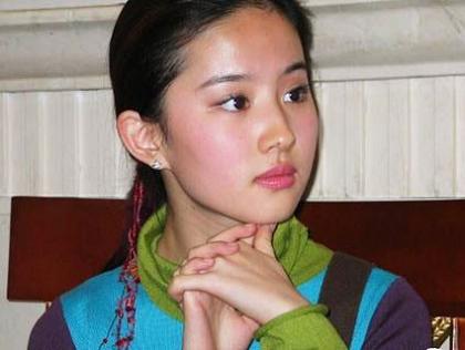 闯美色情文化领域 华人女生拍百部成人电影
